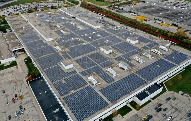 We Energies' solar project at Harley-Davidson's Pilgrim Road Powertrain Operations plant in Menomonee Falls includes 8,400 solar panels and can produce 2.25 megawatts of electricity. That's enough power for more than 400 homes.