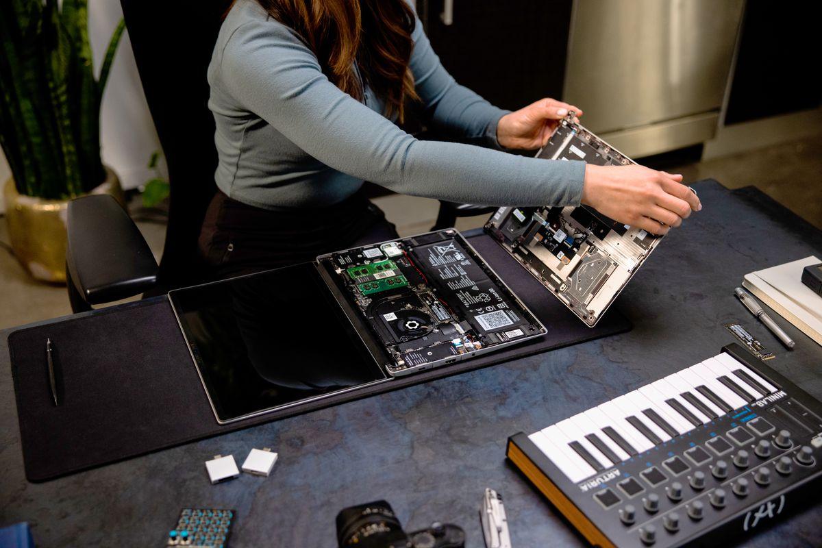 A user disassembles a Framework Laptop.