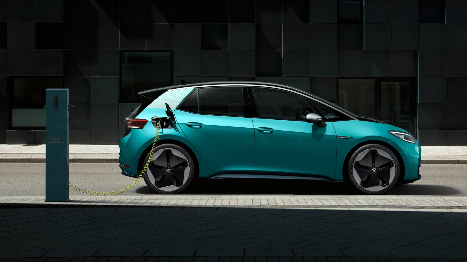 Volkswagen is investing 100 million euros to form a joint venture to build batteries with the German firm Customcells. Image: Volkswagen