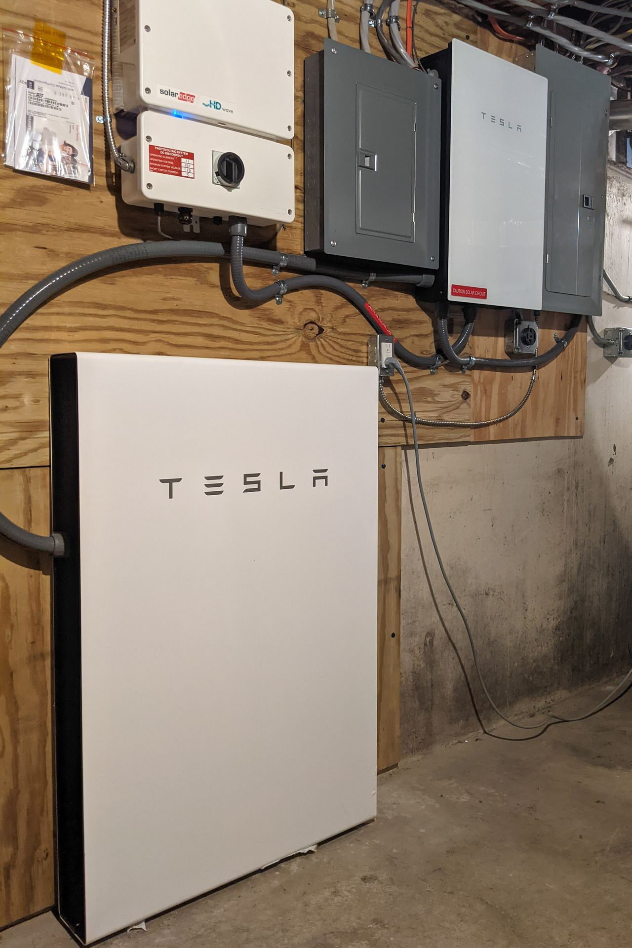 Solar backup battery system