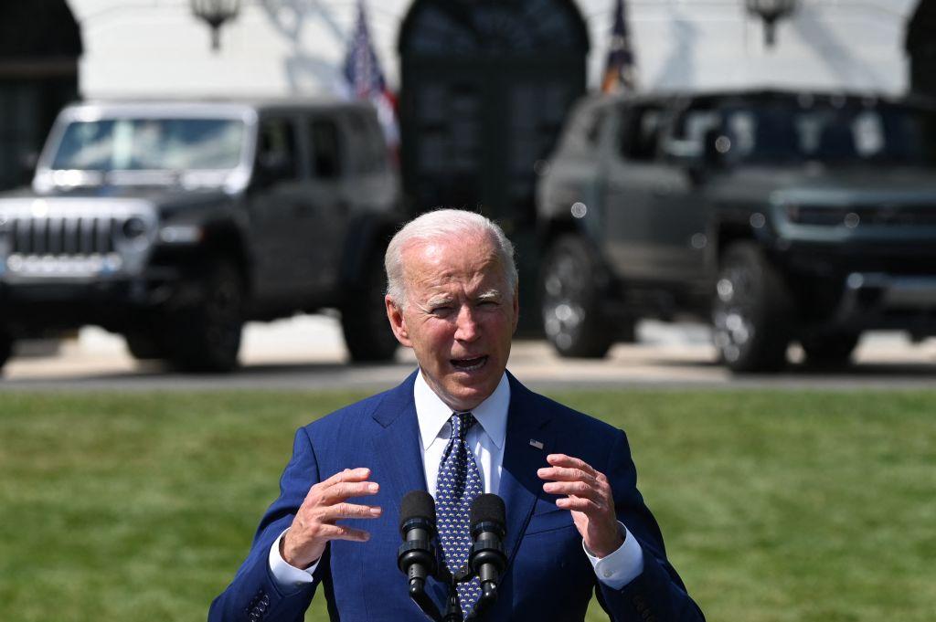 Biden EVs White House lawn 8-5-21 (Getty).jpg