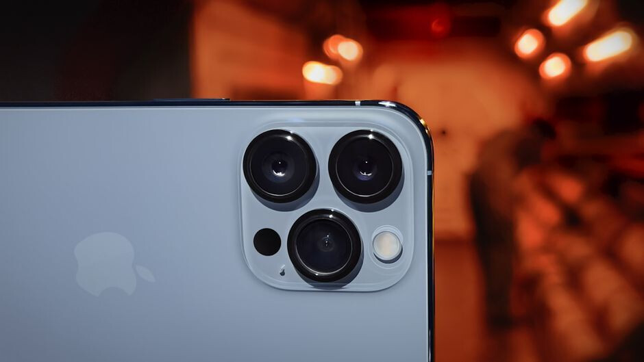 Pixel 6: Google's flagship challenges iPhone 13 with 5-year-old camera hardware